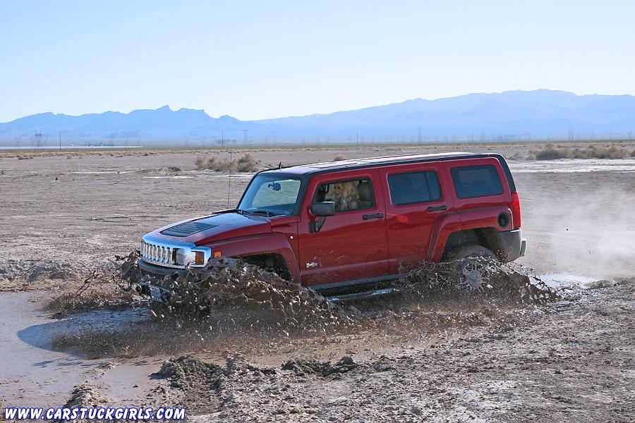 Muddy girl stuckin mud with H3
